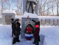 Возложение цветов к памятникам воинам
