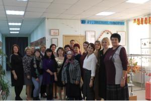 Маму 10 детей  Александру Никандровну Цареву  женсовет Сосновского района поздравил с Днем матери