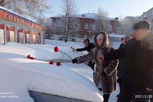 Представители Совета женщин Сосновского района возложили цветы к обелиску