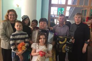 Областной совет женщин вручил спецприз семье Краснощековых из го Сокольский