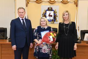 Областной совет женщин в  Дню матери вручил свою награду многодетной маме из Вадского района Нижегородской области